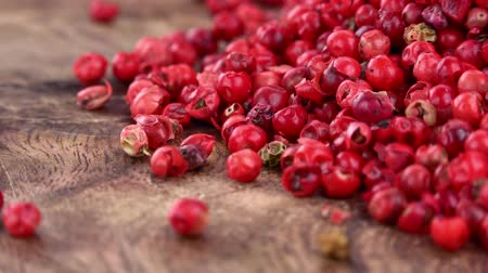 pimenta em grão : Pink Peppercorns as seamless loopable rotating 4K UHD footage Stock Footage