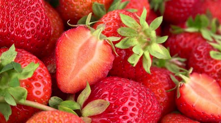 sabroso : Fresas giratorias (material de archivo 4K UHD loopable sin costuras) Archivo de Video