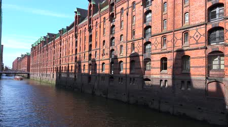 The historic Speicherstadt in Hamburg, Germany at a nice summer day Vídeos