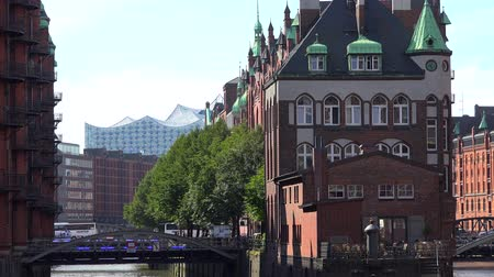 Hamburg Speicherstadt (placed in northern Germany) at a nice sunny summer day Vídeos