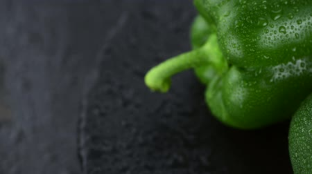 スラブ : Some fresh green rotating peppers as 4K not seamless loopable footage