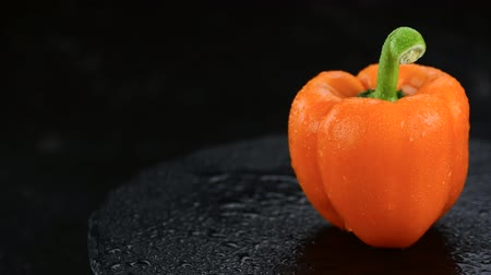 pimentas : Portion of fresh orange peppers (4K, rotating, not seamless loopable)