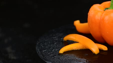 スラブ : Rotating orange peppers (4K, not seamless loopable) 動画素材
