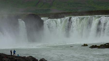 keşfetmek : Famous Godafoss waterfall in Iceland Stok Video