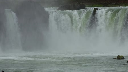 maravilhoso : Godafoss waterfall in northern Iceland during summertime