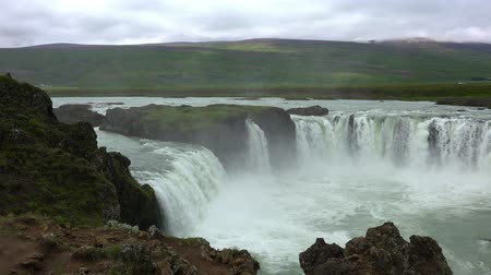 islandia : The famous Godafoss waterfall in northern Iceland during summertime