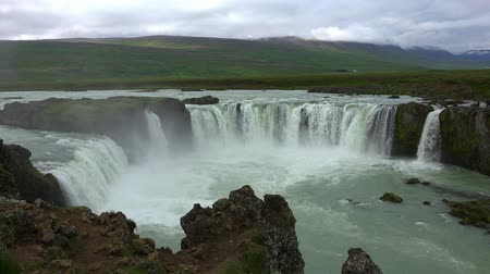 caso : Godafoss (waterfall in Iceland)