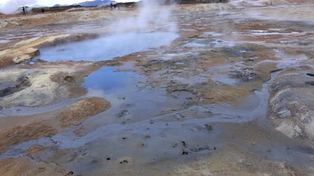 géiser : The Hverir Geothermal Area near Myvatn, Iceland