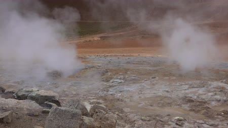 кратер : Hverir Geothermal Area in northern Iceland Стоковые видеозаписи
