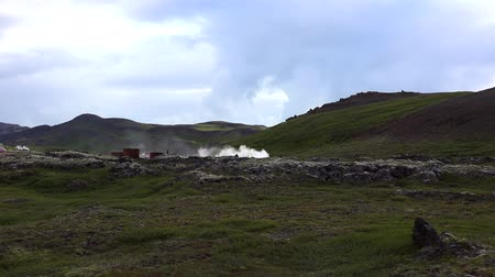 kükürt : Hverir Geothermal Area in northern Iceland Stok Video