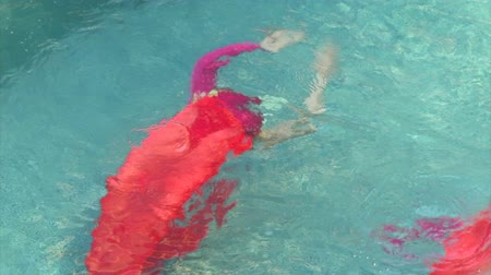 zęby : synchronized swimmers in red