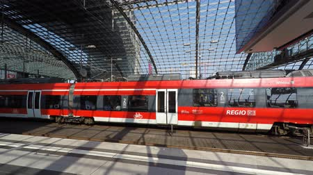 hall : Regional Express train arriving at main train station (Berlin Hauptbahnhof). Stock mozgókép