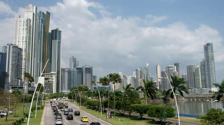 vízpart : Panama CIty, Panama - march 2018: Road traffic on city highway (Avenida Balboa) in Panama CIty with modern skyline background. Stock mozgókép
