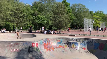 граффити : People skateboarding at public park  skatepark (Gleisdreieckpark) and playing basketball in Berlin
