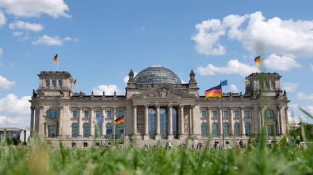 bundestag : Time lapse on a sunny, summer day at the Reichstag building (Bundestag), one of the most visited landmarks of Berlin Stock Footage