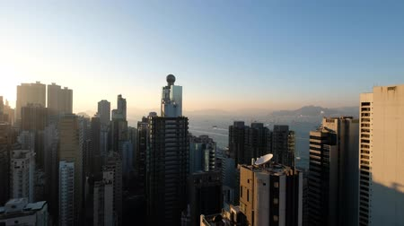 Виктория : skyscraper building skyline of Hong Kong with sunset sky and ocean background