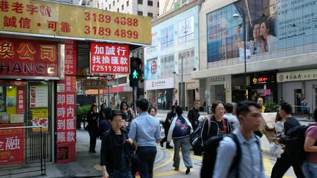 área de trabalho : People walking on crowded street in Hong Kong. City traffic, business district