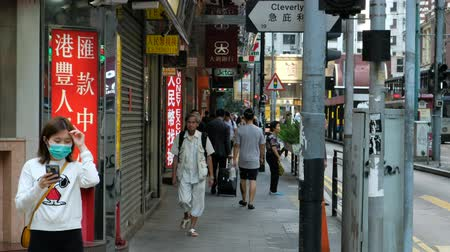área de trabalho : People walking on crowded street in Hong Kong business district