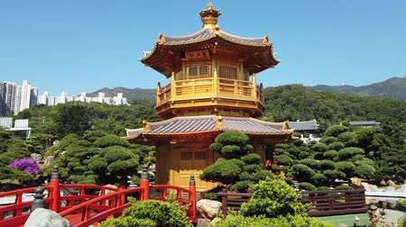 van : Golden Pavilion in Nan Lian Garden in Hong Kong. Hyper lapse inclassical chin