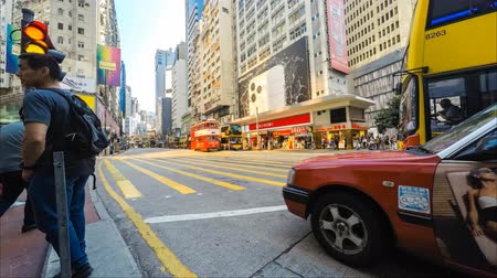 attraversamento pedonale : People crossing crowded street in Hong Kong city, shopping district Causeway Bay
