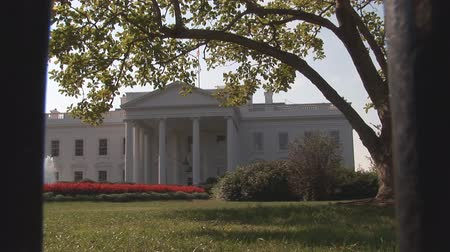 democrats : White House through security fence