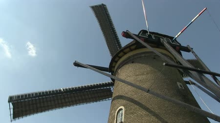 moinho de vento : Dutch windmill near Kinderdijk, The Netherlands Vídeos