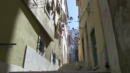uliczka : Laundry in a Lisbon alley