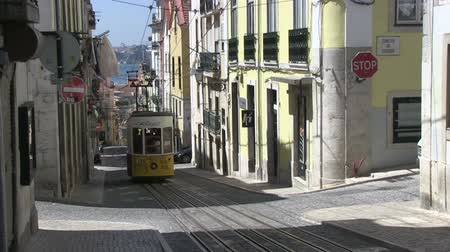 руины : Tradition tram in Lisbon, Portugal
