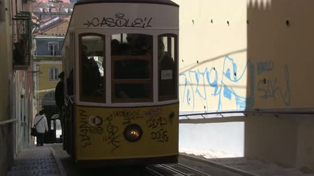 colombe : Tramway de tradition à Lisbonne, Portugal