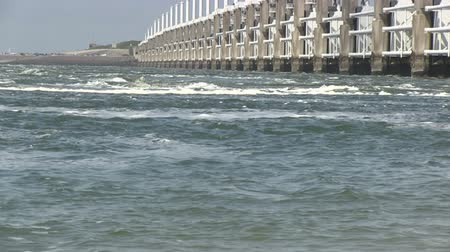 голландский : The storm surge barrier Oosterschelde in The Netherlands