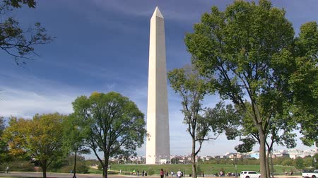 reflexionando : El monumento de Washington en el National Mall en Washington, DC