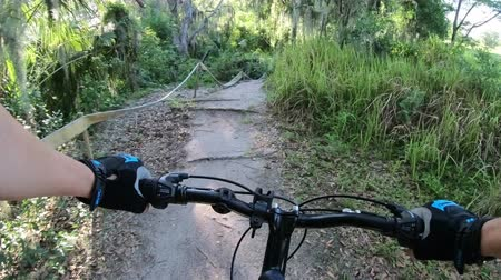 Mountain biking in a Central Florida park Wideo