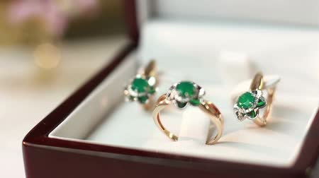 brincos : Jewelry set with emerald
