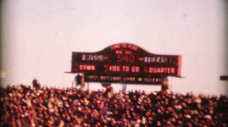 futbol : An old football score clock keeps score during the big college football game on New Years Day in 1962. Stok Video