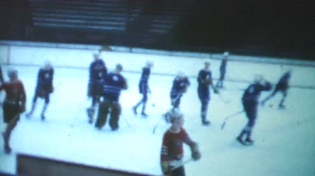 арена : A classic clip of an indoor peewee ice hockey game being played during the winter of 1970 in Canada. Стоковые видеозаписи