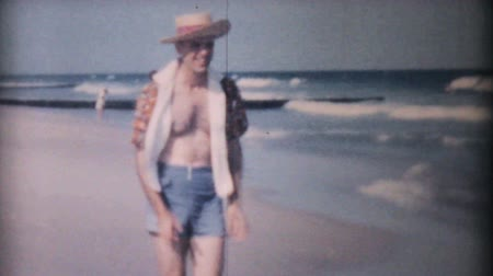 colchão : A man enjoys playing on the beach in Ocean City, New Jersey while on his honeymoon in 1958.