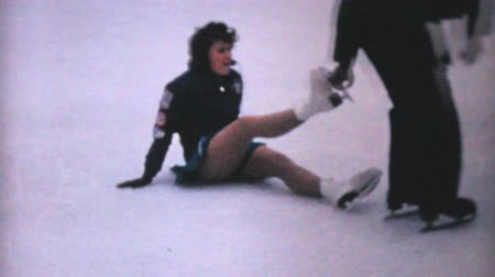 sportowiec : A teenage girl enjoys practicing leaping and jumping while figure skating at the Penn Center ice rink in downtown Philadelphia in December 1962. Wideo