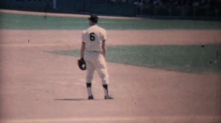 filmes : Action at a major league baseball game at Yankee Stadium in New York in the summer of 1967. Stock Footage