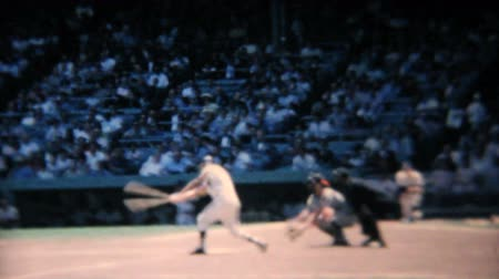 diamantes : A batter hits the ball at a major league baseball game in New York in the summer of 1967. Stock Footage