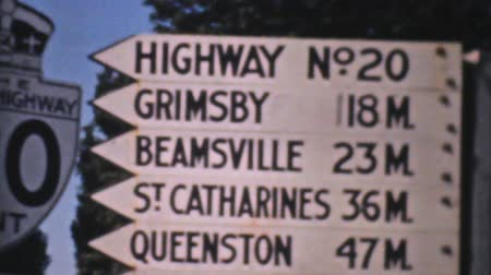 Онтарио : A collection of vintage old Ontario Highway signs in 1940. Стоковые видеозаписи