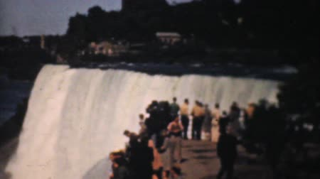Онтарио : A family walking below Niagara Falls enjoys stunning views below the powerful waterfall in 1940.