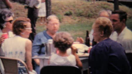 filmagens : A lady films a large family picnic in the summer of 1962 with her 8mm moving camera.