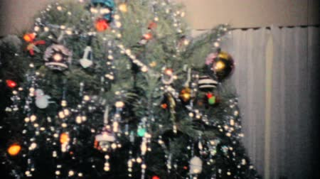 boŻe narodzenie : A beautiful Christmas tree in the living room just waiting for presents in 1957.
