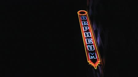 jel : A cool shot of the classic old Orpheum Theatre neon sign in Los Angeles, California. Stock mozgókép