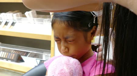 perfurante : A cute little 9 year old Asian girl gets her ears pierced for the very first time.