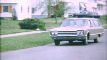 příjezdová cesta : A mom drives her classic vintage 1967 Dodge Station wagon home from a shopping trip.