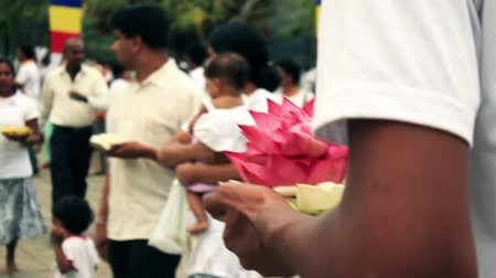 trumna : Sri Lanka Kandy Temple of the Tooth People are holding lotus flowers Wideo
