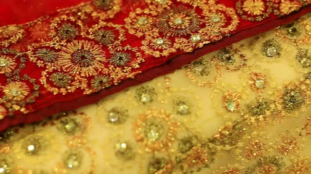 kumaş : Drapery in Asia, and a variety of multicolored flowers, natural cotton, sdes buy these saris.