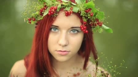 çerçeveler : Bright girl with red hair. With a bouquet of berries and leaves on his head. The girl with a tattoo nature.  Bright modern summer makeup. Beauty, spa, manicure  and skincare concept
