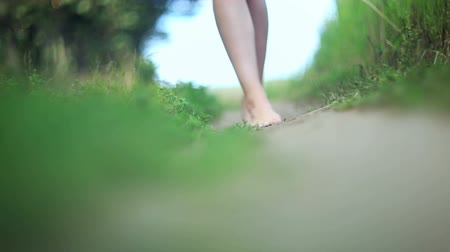 konfor : bare feet of a young woman